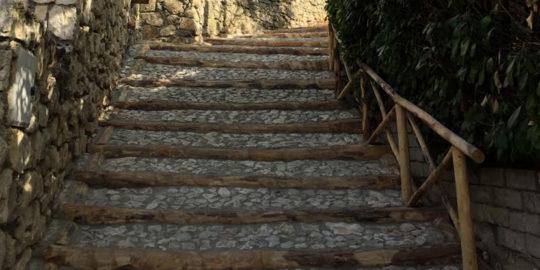 scalinata legno castagno 1